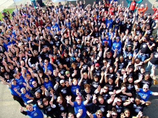 250 AmeriCorps members gather in Kalamazoo for group photo (2011)